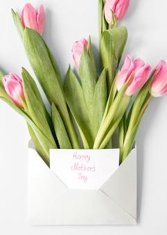 Празднование дня матери с тюльпанами