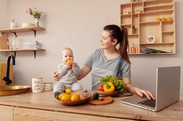 Мать с ребенком на дому