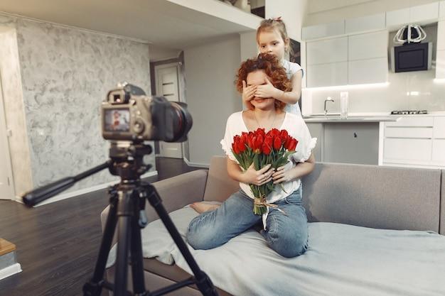 娘と母が自宅でブログを撮影します。
