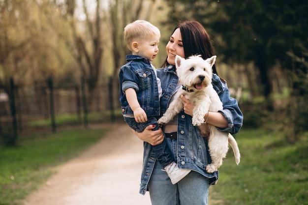아들과 강아지와 어머니