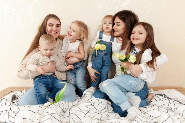 Матери и дети в постели