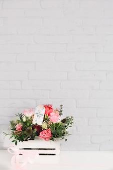 День матери фон с цветами в коробке