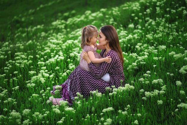 母の日の愛の家族、親子の幼年期のコンセプト
