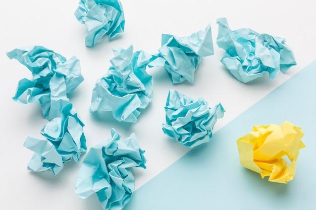 Коллекция motolite бумаги на столе