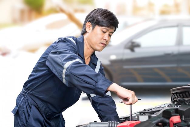 Motor vehicle mechanic