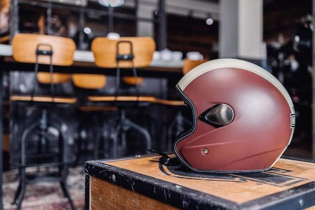Мотоциклетный кожаный шлем. коричневая кожаная защита головы мотоцикла