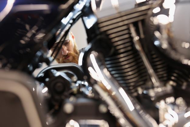 오토바이 엔진 내부 보기 수리 및 자동차 개념 유지 보수