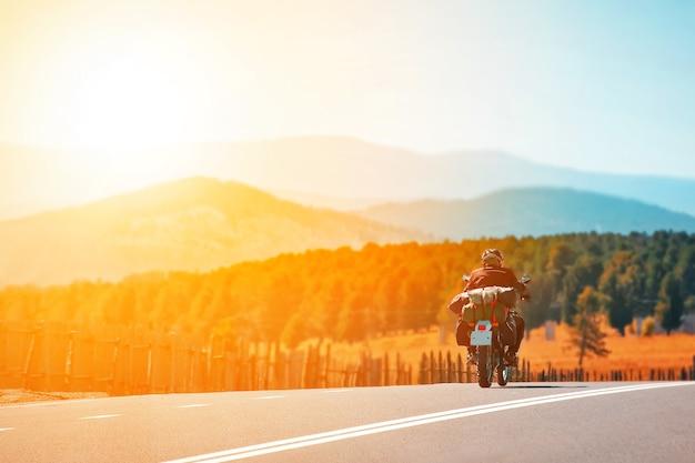 산에서 오토바이 여행 자유