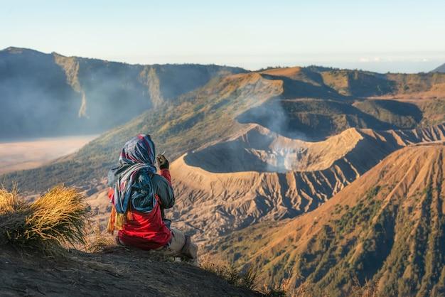 Гора бромо, активный вулкан и часть массива тенгер, в восточной яве, индонезия.