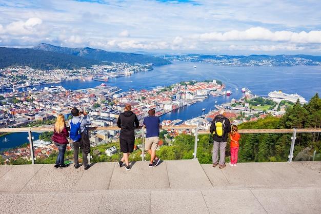 ベルゲンのフロイエン山の視点。ベルゲンはノルウェーのホルダランにある市と自治体です。