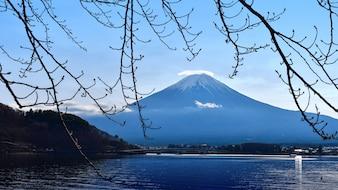 秋冬の富士山または富士山。