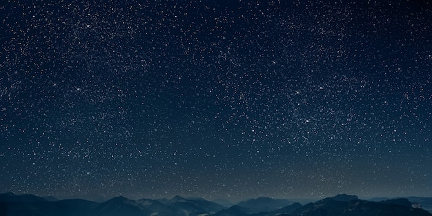 산. 별과 달과 구름과 배경 밤 하늘.