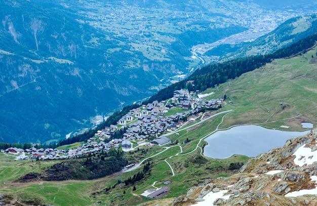 Горная деревня беттмеральп (швейцария), вид сверху летом