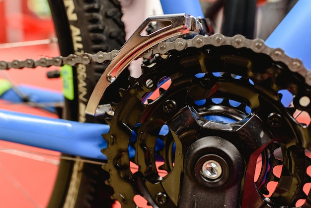 Mountain bike groupsets, chain and pedals mounted in its frame.