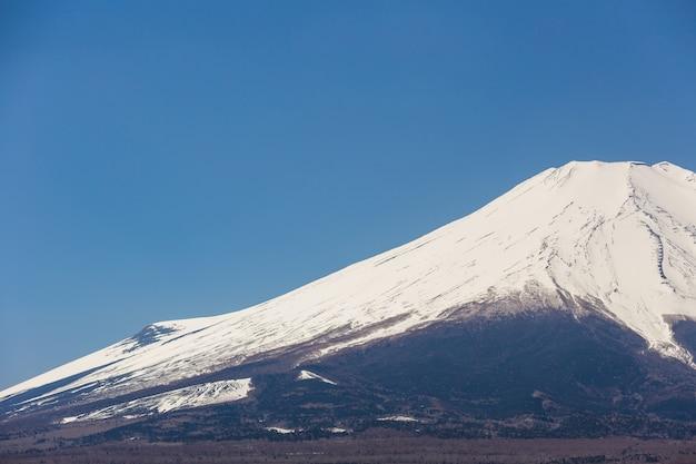 Mountain fuji from lake yamanakako on clear sky day