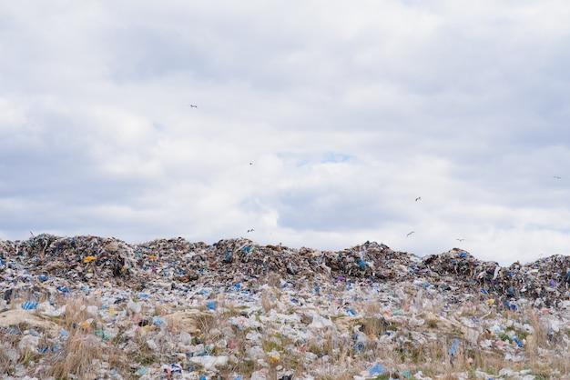 Горный мусор, большая куча мусора, деградированный мусор