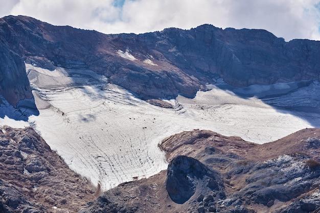 러시아 남서부 아디게아 공화국 서부 코카서스의 피시트 산 정상 부근의 산악 빙하