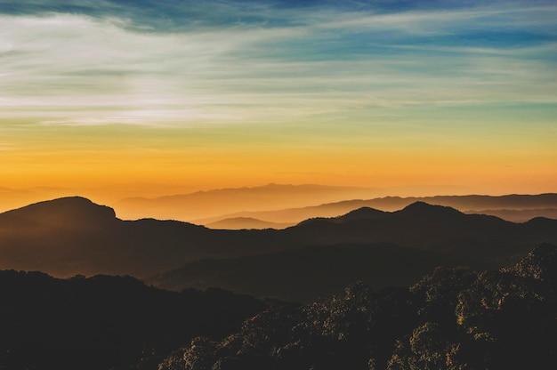 山岳草原環境生態公園自然概念