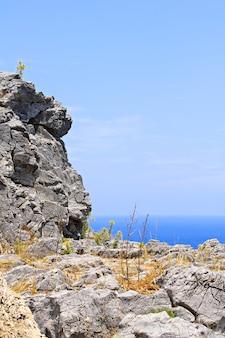 リンドス湾、ロードス島、ギリシャの山