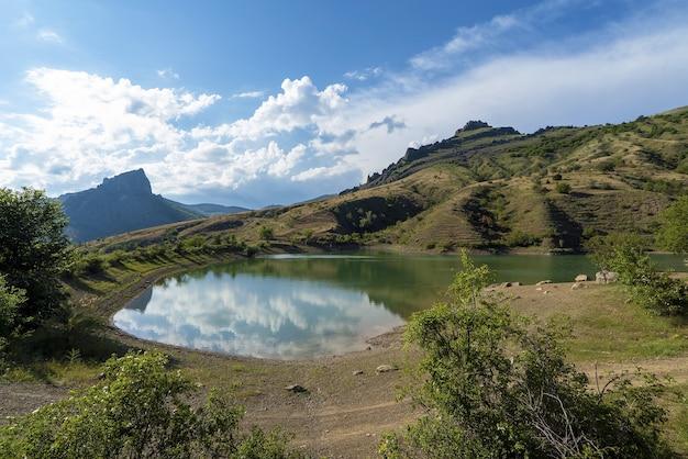 산악 호수 .crimea.mount khaturlanyn-burun, mezhdurechye 마을 .