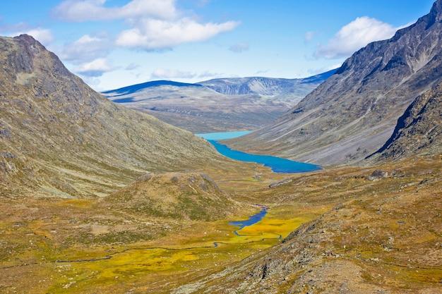 산 호수 전망. 요툰 헤이 멘 국립 공원. 노르웨이