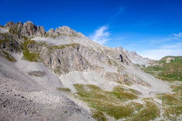 プラローニャンラヴァノワーズ、フランスアルプス、フランスの山の風景とモネ峠