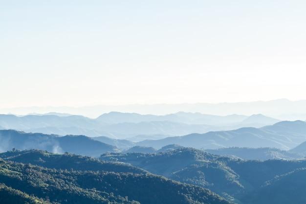 산 풍경과 스카이 라인