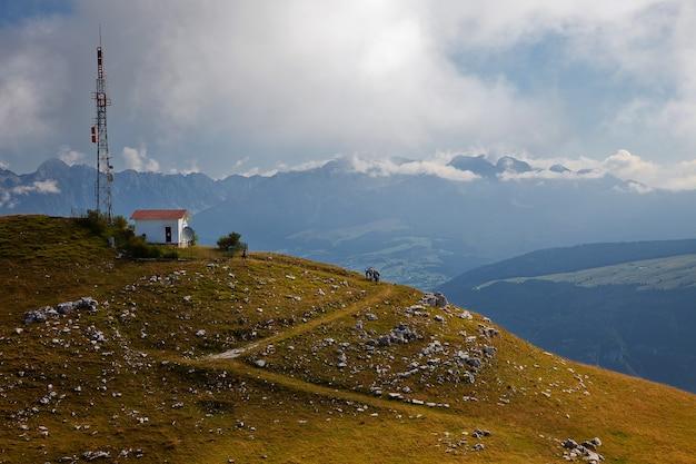 イタリア、ドロミテの山の風景