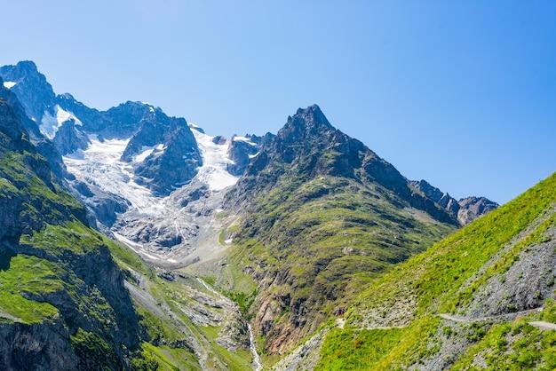 Горный пейзаж французских альп