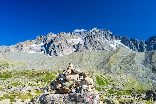 フランスアルプスの山の風景