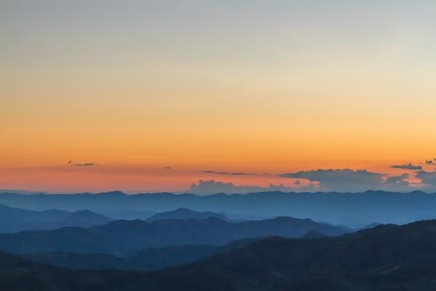 Закат в горном пейзаже