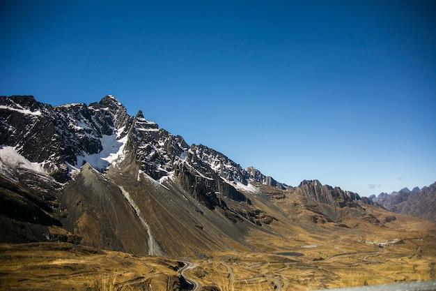 コルディレラレアル、アンデス、ボリビアの山の風景