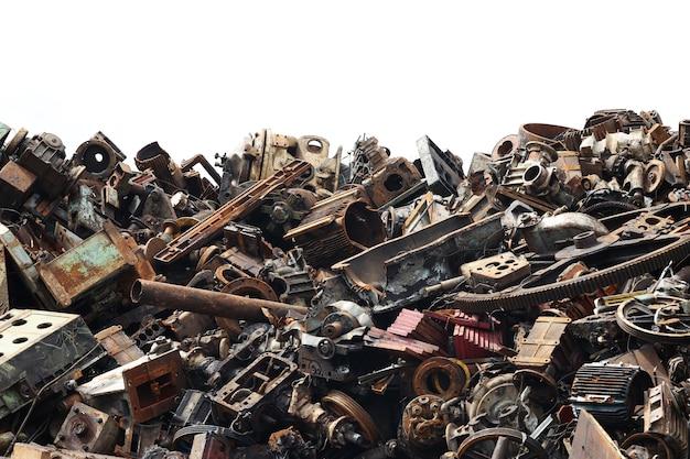 Гора металлолома, готового к переработке