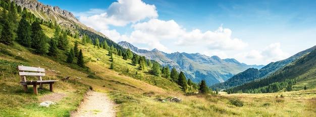 Горная панорама доломитовых альп