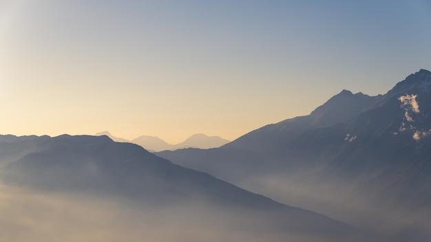 山脈の眺め