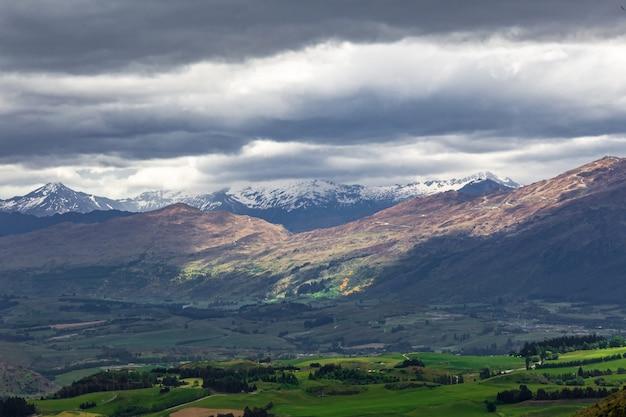 퀸즈타운 근처 산맥 뉴질랜드 남섬