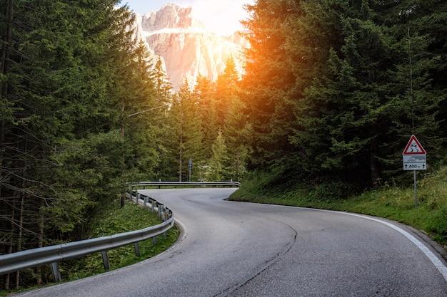 イタリアの山道