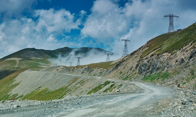 キルギスタン西部のジャララバード地域の山岳道路地区