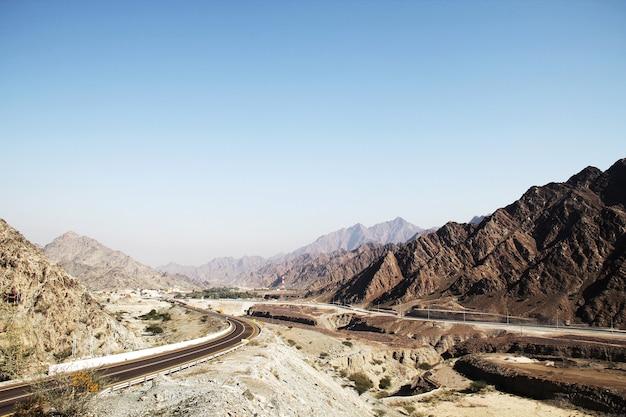 アラブ首長国連邦の山の道