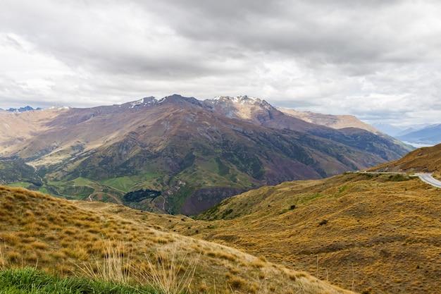 Горная дорога в квинстаун на южном острове новой зеландии