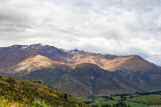 산의 경치 퀸스 타운 지역 뉴질랜드 남섬