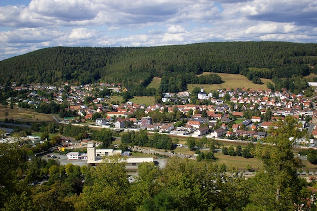 독일에서 도시의 산 보기입니다. 성곽을 따라 걸어보세요.