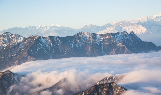 Montagna con la neve Foto Gratuite