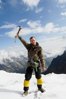 Alpinista in cima