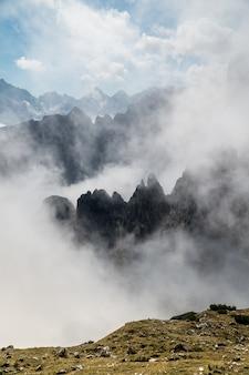 Paesaggio montuoso nel parco naturale delle tre cime in italia