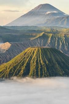 Горный пейзаж с туманом