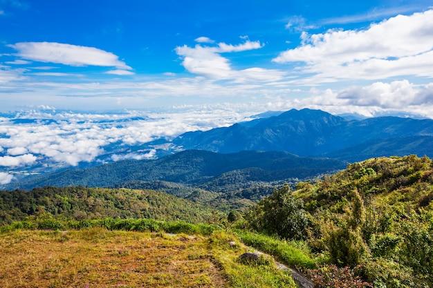 태국 북부 도이 인타논 전망대에서 바라본 산