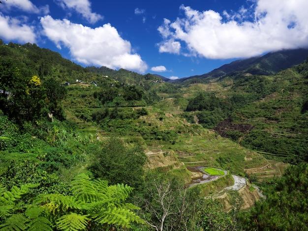 바 나우에, 필리핀의 산과 계곡