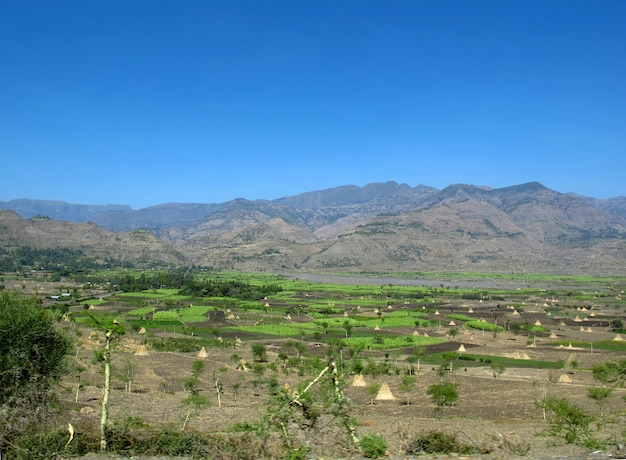 エチオピアの山と谷