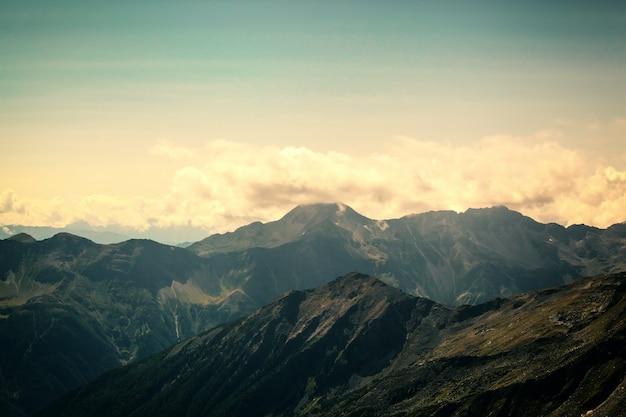 オーストリアのアルプスのホーエタウエルン国立公園の山々